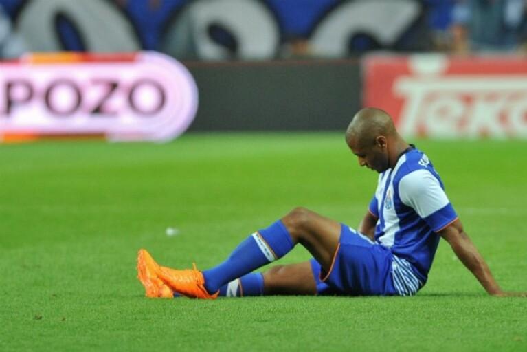 Brahimi encontra-se no Olival a recuperar de uma lesão